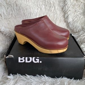 NEW BDG MAROON WINE OXFORD LEATHER CLOGS